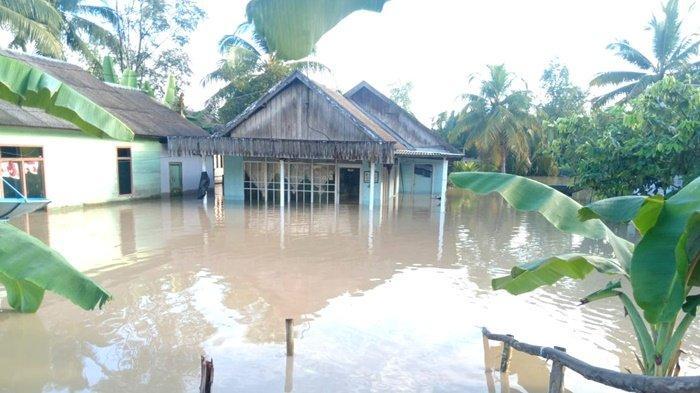 Dua Desa di Sungai Loban Kabupaten Tanbu Masih Terendam, Ada yang Mengungsi