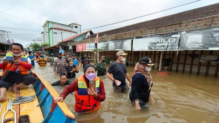 Tim SAR Polairud Evakuasi Warga Kuayan Terdampak Banjir, Pemprov Kalteng Salurkan Bantuan