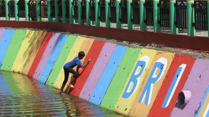 Bersih-bersih Sungai Kemuning, Ikon Wisata Lokal di Kota Banjarbaru Kalsel