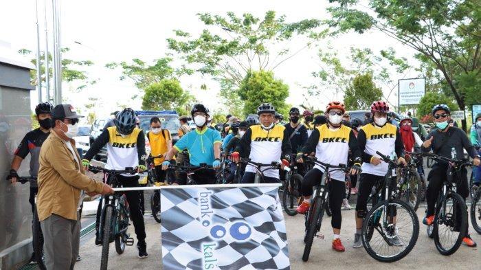 Gubernur Sahbirin Noor dan OJK Gabung Bank Kalsel Charity Ride Tebar Kebaikan