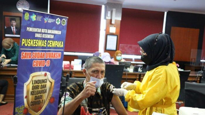Bank Kalsel melakukan vaksinasi Covid-19 tahap kedua kepada para pegawainya.