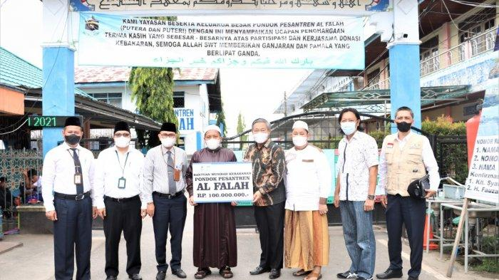 UPZ Bank Kalsel Serahkan Bantuan ke Ponpes Al Falah Putra Melalui Komisi II DPRD Kalsel