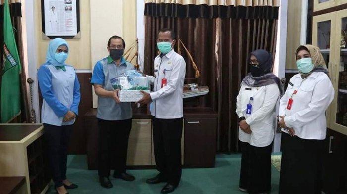 Peduli Penanganan Covid-19, Bank Kalsel Salurkan APD ke Rumah Sakit Rujukan di Kalsel