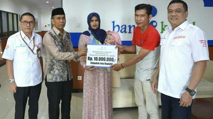 UPZ Bank Kalsel Salurkan Bantuan Berobat Balita Penderita Gangguan Otak dan Saraf