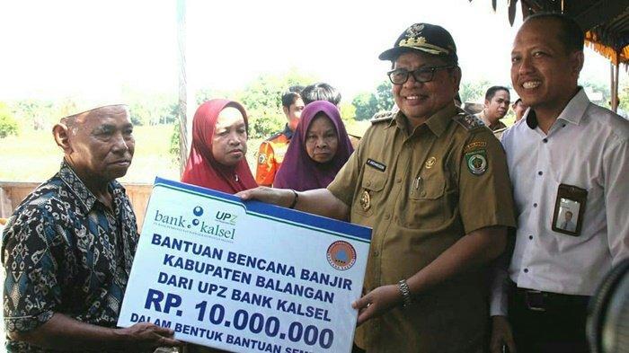 Bank Kalsel Serahkan Bantuan untuk Korban Banjir Paringin