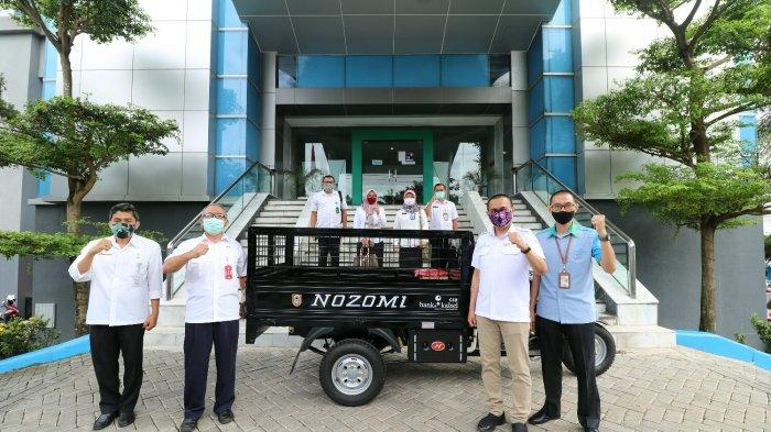 Dukung Revolusi Hijau, Bank Kalsel Sumbang Satu Unit Motor Angkutan Kebersihan