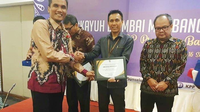 Bank Kalsel Terima Apresiasi Pembayar Pajak Terbesar WP Badan oleh KPP Pratama Banjarmasin Selatan