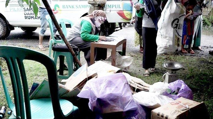 Bank Sampah Sekumpul Ubah Sampah Jadi Barang Bernilai