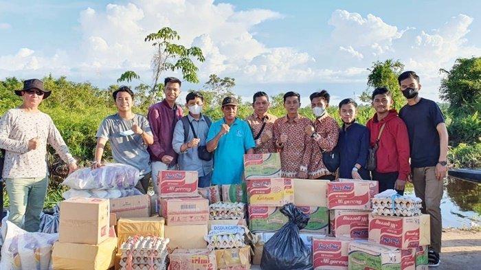 Kerukunan Keluarga Bakumpai Pusat Salurkan Bantuan untuk Korban Banjir di Kalteng