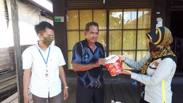 Petani Desa Telaga Silaba HSU Optimistis Panen Lebih Baik Setelah Ada Bantuan ini dari Penyuluh
