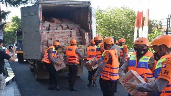 Peduli Sesama, Polda Kalsel Kirim Bansos untuk Korban Banjir Kalteng