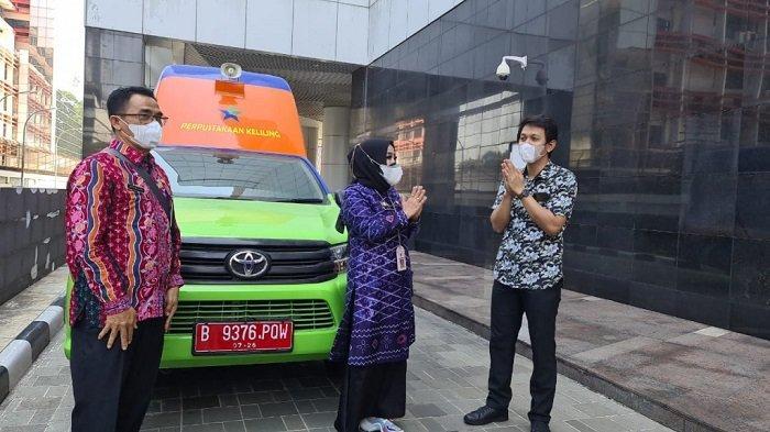 Kadispersip Kalsel, Dra Hj Nurliani, MAP dampingi Kadispersip tabalong terima bantuan MPK dari Perpurnas RI.