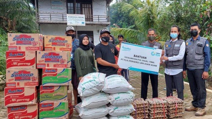 Berbagi Semangat Kemerdekaan, YBM PLN UPK Asam Asam Bantu Warga Terdampak Banjir di Ring 1