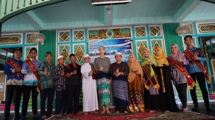 Turis Asing Wajib Berbusana Tertutup Saat Kunjungi Wisata Religi di Banjarmasin