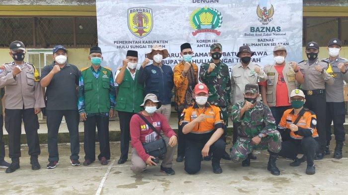 Berfoto bersama dengan jajaran Pemerintahan HST dan Kodim 1002 Barabai
