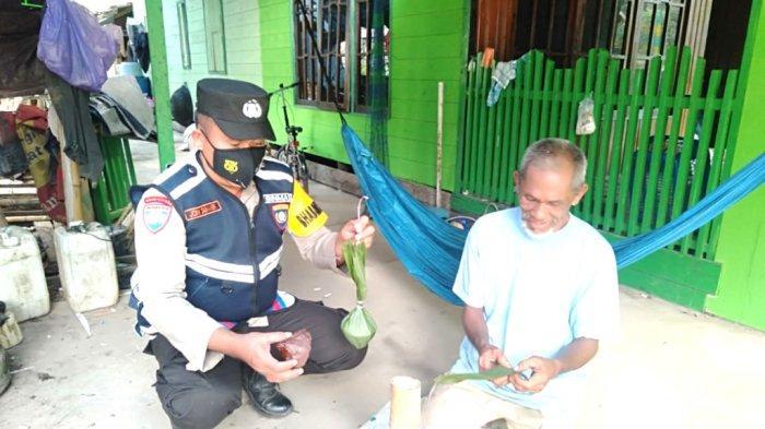 Aiptu Joni Damanik Anggota Polsek Kelumpang Selatan Bangun Harmonisasi Dengan Pemilik UKM