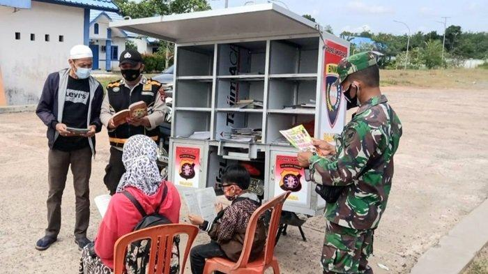 Jalankan Program Bajaka Presisi, Bhabinkamtibmas Polsek Kapuas Timur Ini Ajak Warga Gemar Membaca
