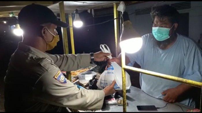 Giat Penertiban Prokes di Balangan, Pedagang di Terminal Paringin Diberi Masker dan Sembako