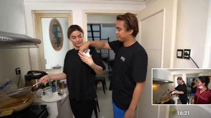 Sentuhan Billy Syahputra di Rambut Hilda Vitria Curi Perhatian, Aksi Genit di Dapur Terekam