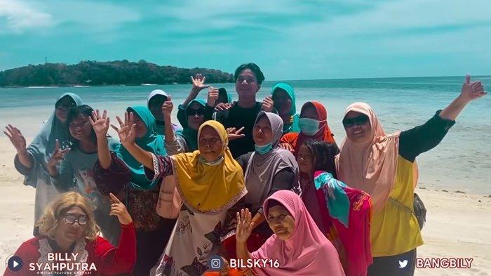 Tinggalkan Jakarta, Perlakuan Billy Syahputra Pada Emak-emak di Kepulauan Seribu Curi Perhatian