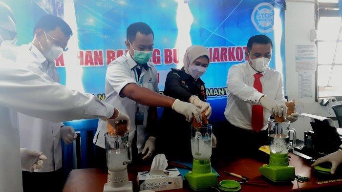 Narkoba Kalsel, Blender 650 gram Lebih Sabu, BNNP Kalsel Waspadai Arah Peredaran Sabu ke HSU