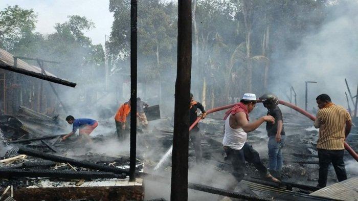 Jago Merah Lahap Habis Tiga Unit Rumah di Desa Tawahan, Kecamatan Jaui Balangan