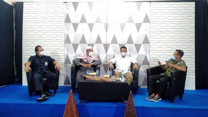 Kepala BPOM, Ketua MUI dan Plt Kadinkes hadir di program televisi Diskominfo Kabupaten Hulu Sungai Utara (HSU), Kalimantan Selatan, menyosialisasikan vaksinasi Covid-19, Sabtu (6/3/2021).