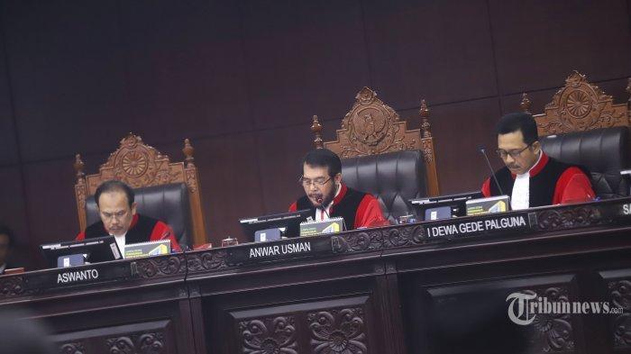 BREAKING NEWS: Mahkamah Konstitusi (MK) Menolak Seluruh Gugatan Prabowo-Sandi
