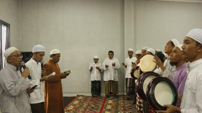 Suasana penuh tali silaturahmi dan kekeluargaan tampak pada acara buka puasa bersama sekaligus peringatan Nuzulul Qur'an di Lembaga pemasyarakatan (lapas) Banjarbaru, Rabu (6/6/2018).
