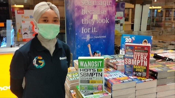 Buku Wangsit SNMPTN dan CPNS Paling Laris dan Banyak Terjual di Gramedia Q Mall Banjarbaru