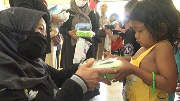 Bunda Baca HSU Kunjungi Anak-anak Korban Banjir Bandang di Kabupaten HST