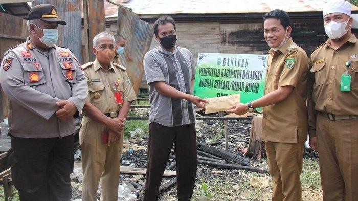 Bupati Balangan Salurkan Bantuan untuk Korban Kebakaran di Halong dan Lampihong