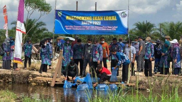 Tebar 10 Ribu Bibit Ikan, Bupati Balangan Harapkan Lajar Papuyuan Jadi Kampung Iwak