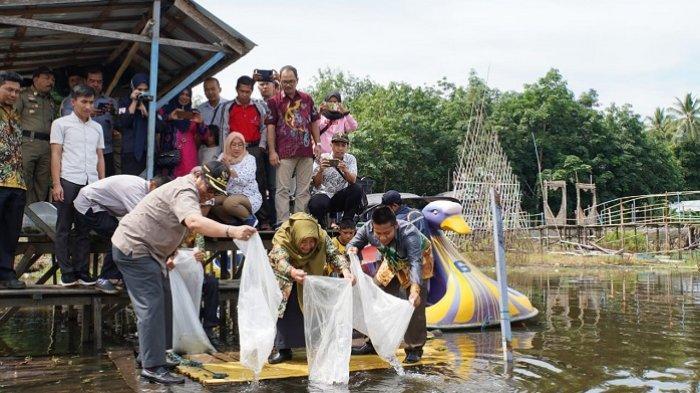 Lepas 10.000 Bibit Ikan di Dana Baruh Bahinu, Bupati Ansharudin : Jangan Tangkap Ikan Kecil