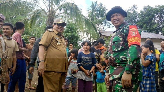 Jarak Lebih 12 Km, Akses Jalan Sulit, Bupati Balangan dan Dandim Temui Warga di Lokasi TMMD ke-106