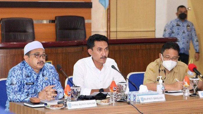 Bupati Banjar H Saidi Mansyur beri arahan saat menghadiri rapat koordinasi di Aula Barakat, Kantor Bupati Banjar, Jalan A Yani Kelurahan Keraton, Kecamatan Martapura, Senin (17/5/2021).