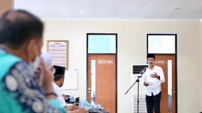 Bupati Banjar H Saidi Mansyur memberi arahan saat membuka Rakerda LPTQ Kabupaten Banjar di Gedung Islamic Center KH Anang Djajouly, Sabtu (12/6/2021).