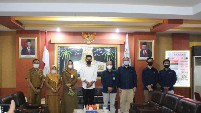 Bupati Banjar H Saidi Mansyur menerima audiensi Kepala Balai Pengembangan Sumber Daya Manusia dan Penelitian (BPSDMP) Kominfo Banjarmasin, Abdul Rahman di Mahligai Sultan Adam Martapura, Selasa (12/10/2021).