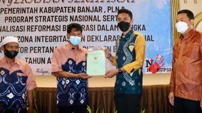 Terima 21 Sertipikat Aset Pemkab Banjar, Bupati Saidi Mansyur Apresiasi Kantor Pertanahan Banjar
