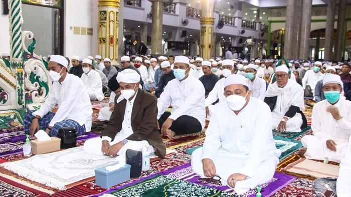 Salat Idul Fitri di Masjid Agung Al Karomah, Bupati Banjar Saidi Mansyur Ingatkan Prokes