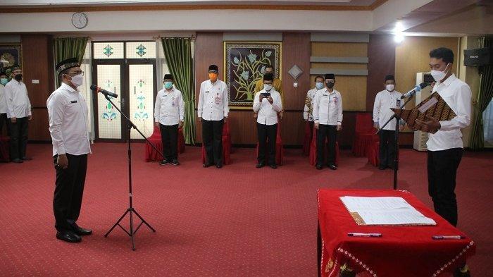 Dilantik Bupati H Saidi Mansyur, Ahmad Solhan Resmi Jabat Kadis PUPR Kabupaten Banjar