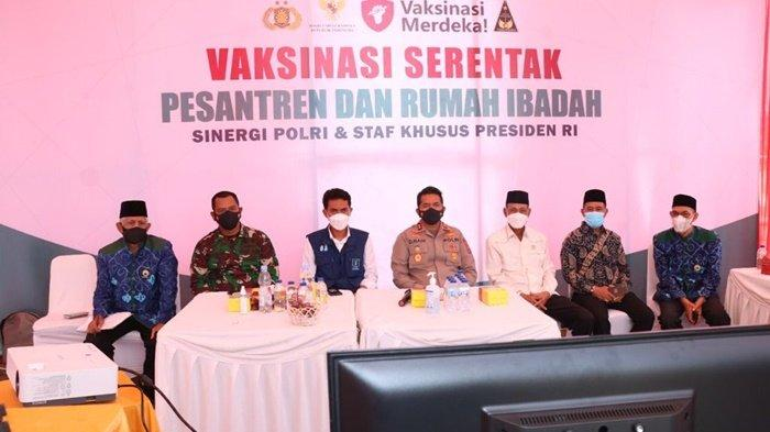 Vaksinasi Covid-19 di Masjid Agung Al Karomah Martapura Dipantau Presiden Jokowi