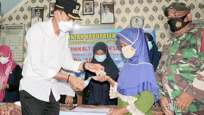 Bupati Banjar Saidi Mansyur Beri Vitamin dan Monitoring Penyaluran BLT Dana Desa