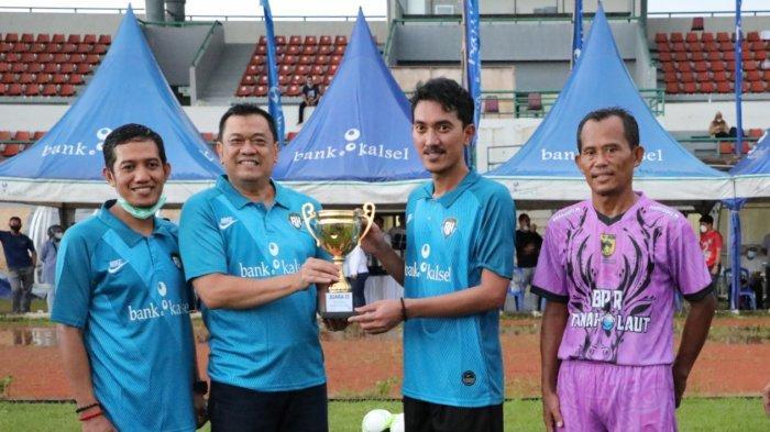 Tim Sepakbola Pemkab Banjar Runner Up Turnamen Bank Kalsel Trofeo Cup 2021