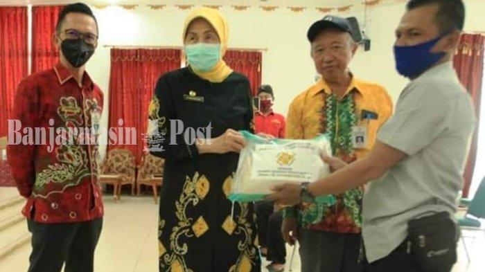 Musisi Campursari Pun Kebagian Paket Sembako dari Yayasan Noormiliyani