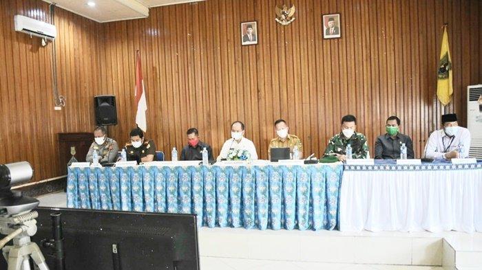 Bupati Kapuas Ikuti Vidcon Penanganan Covid-19 Bersama Gubernur Kalteng
