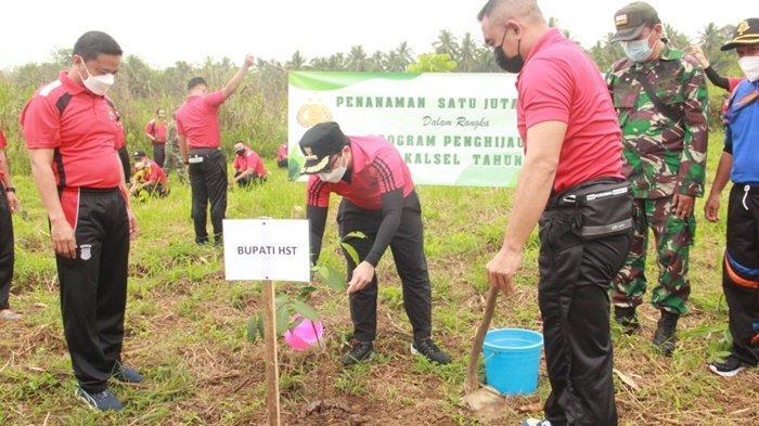 Program Menanam Pohon Polda Kalsel, Bupati HST dan Forkopimda Hijaukan Aspol