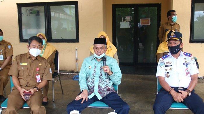Bupati H Khalilurrahman saat menyampaikan tentang kebijakan menggratisan parkir kendaraan di RSUD Ratu Zalecha, Kota Martapura, Kabupaten Banjar, Kalimantan Selatan.