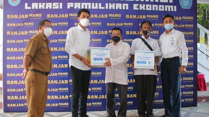 Bupati Banjar Saidi Mansyur Salurkan Paket Ramadan Bantuan Bank Kalsel