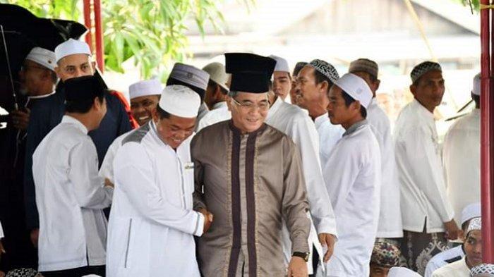 Hadiri Haul ke-21 Pendiri Ponpes Al Muradiyah Pandak Daun, Bupati HSS Siap  Bangun Ruang Belajar